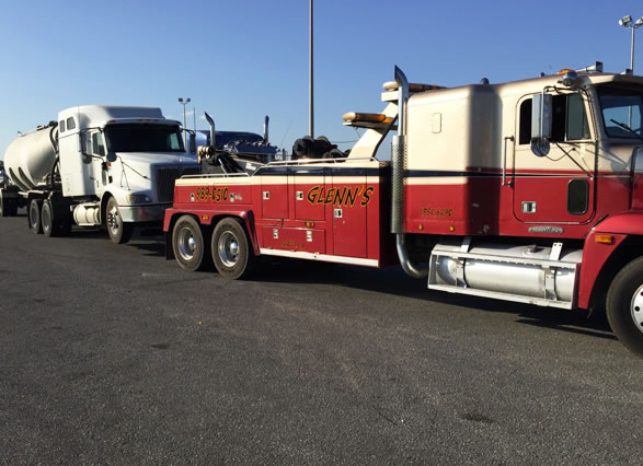 Glenn's Towing & Recovery knows about Heavy-Duty Towing! When in the Lafayette, LA area, give us a call at (337) 989-0510